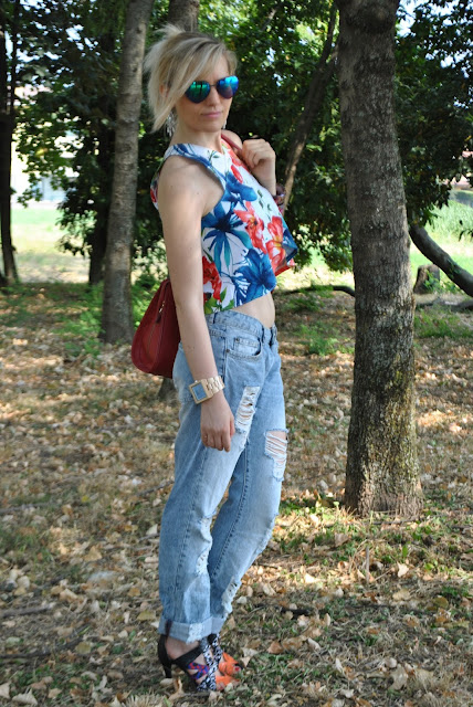 outfit jeans boyfriend jeans ropped jeans boyfriend strappati outfit jeans strappati donna come abbinare i boyfirend abbinamenti boyfriend come abbinare i jeans strappati abbinamenti jeans strappati come abbinare i boyfriend strappati outfit donna jeans strappati mariafelicia magno fashion blogger colorblock by felym outfit 22 luglio 2015 outfit estivi donna outfit estivi donna casual outfit casual donna outfit normcore estivi outfit donna estate 2015 how to wear boyfriend ripped jeans summer outfits july oufits boyfriend jeans street style
