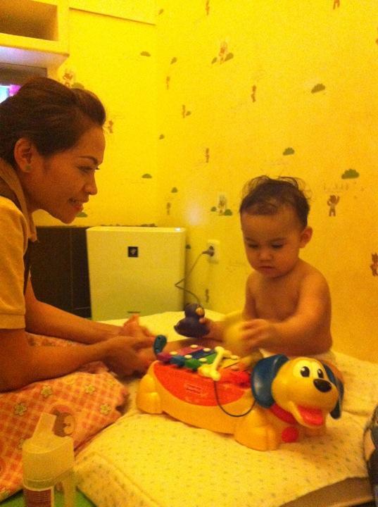 Mom_n_Jo_Baby_Spa_Surabaya_Massage
