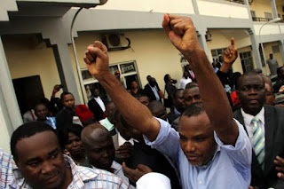 nnamdi kanu and supporters in abuja court