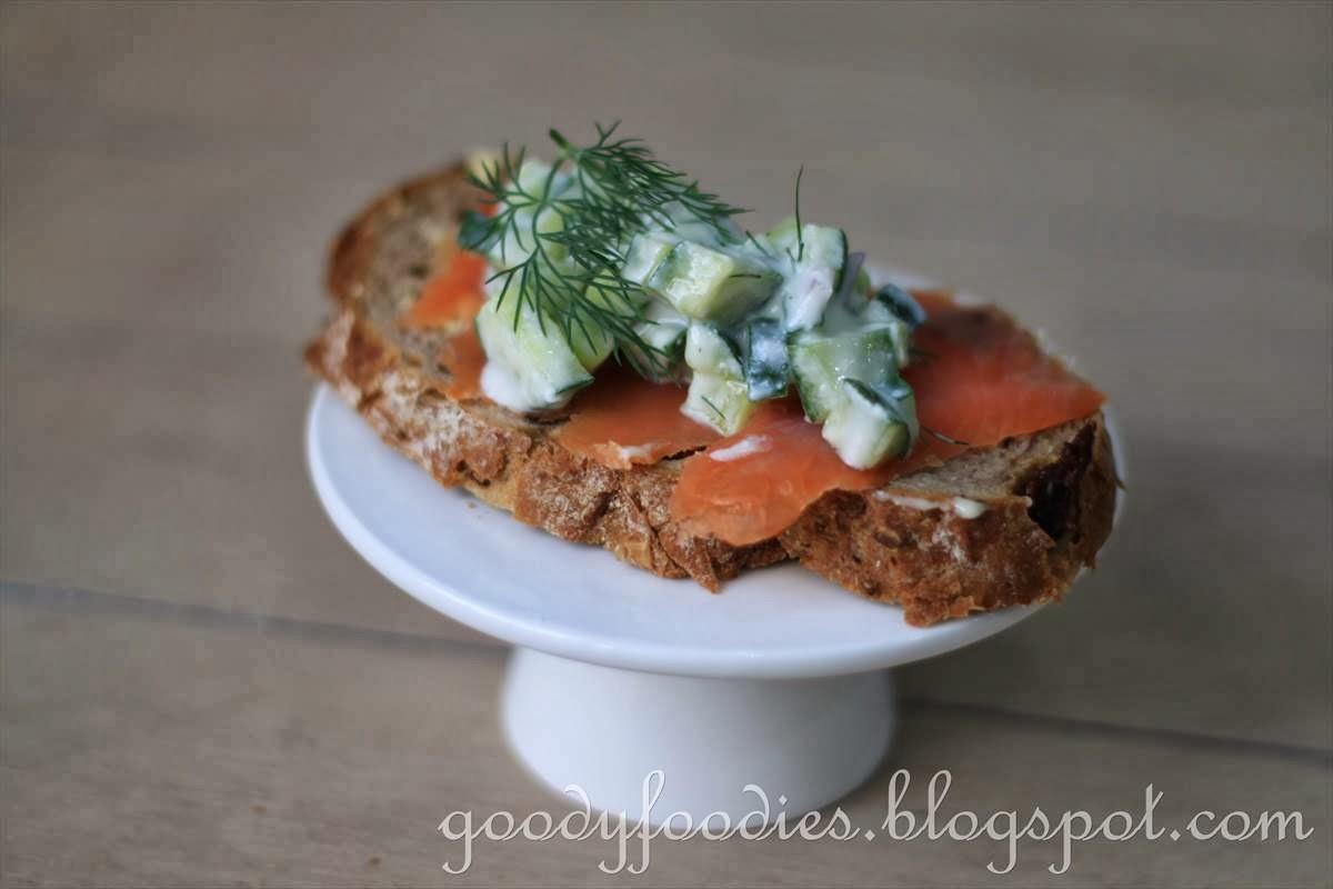 Scrambled+eggs+with+smoked+salmon+crostini+7.jpg