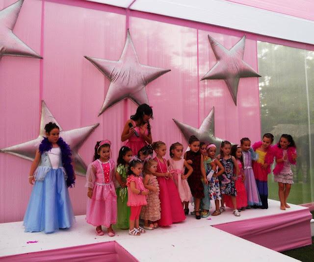 FIESTA INFANTIL SOLO PARA NIÑAS con SALON DE BELLEZA Y SPA