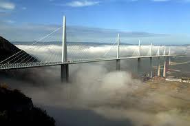 Jembatan di atas bukit