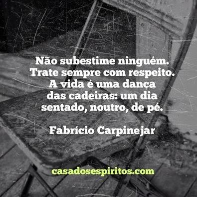 """Frase de M. Carpinejar: """"A vida é uma dança das cadeiras"""""""