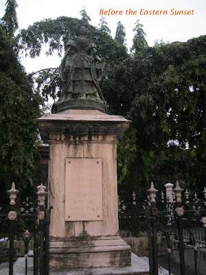 Intramuros - statue of Queen Isabel II