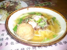 台南西門路二段273號度小月創始人洪芋頭貢丸擔仔麵