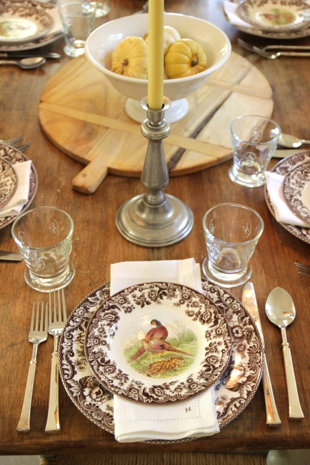 Jenny steffens hobick thanksgiving tables round up of 5 for How to set a round table for thanksgiving