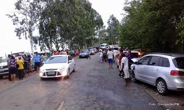 http://www.blogdofelipeandrade.com.br/2016/01/pai-e-filho-morrem-em-acidente-de-carro.html
