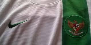 jersey kaos putih hijau timnas indonesia vs belanda 7 juni 2013
