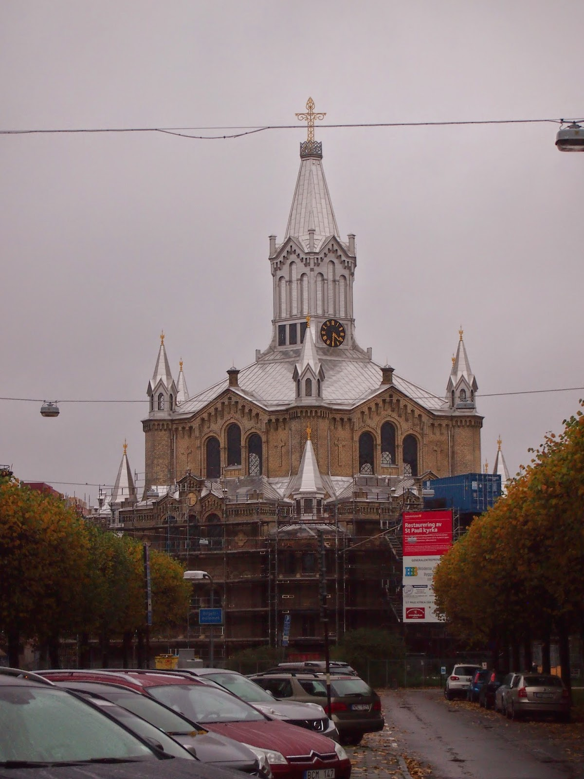 The silver dome of st. paul's church blending into a grey sky
