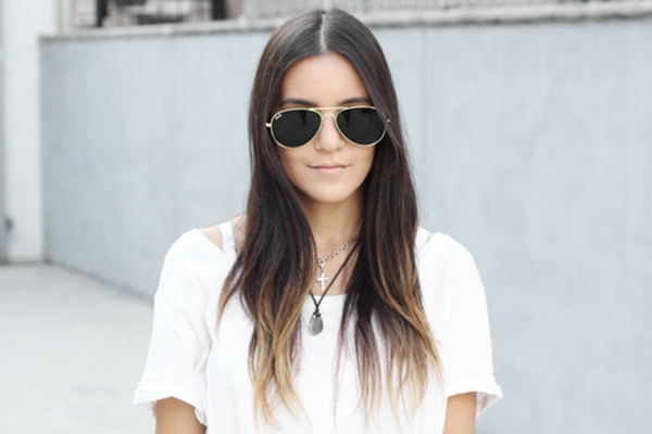 Jessica Lemos aviator sunglasses white t-shirt choker layered necklaces cross necklace