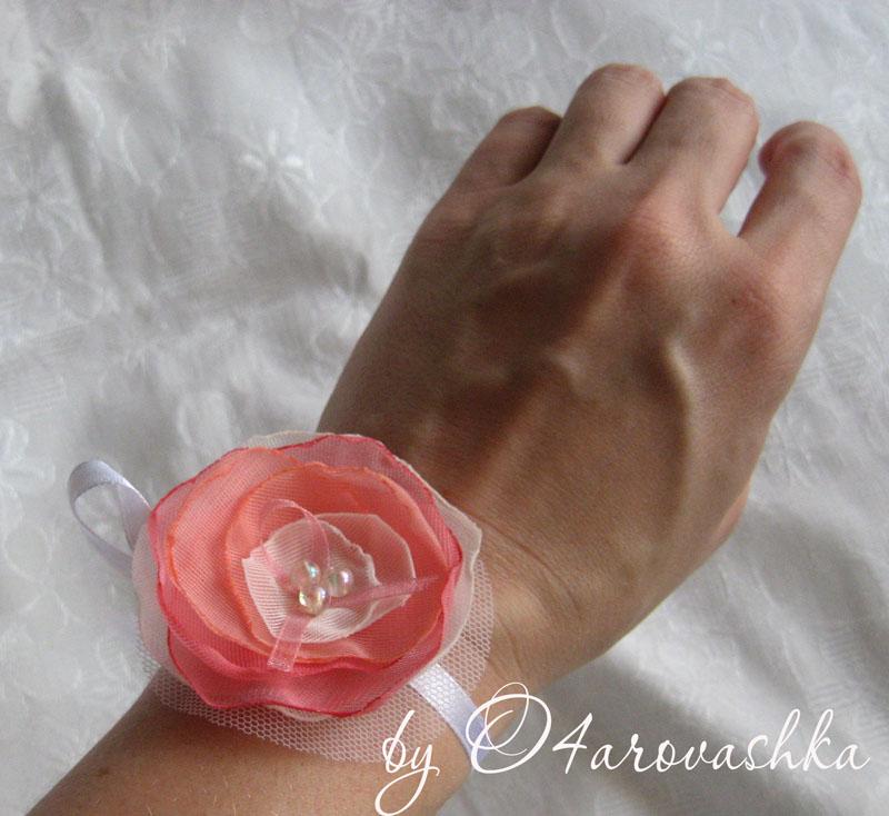 Подружкам невесты на руку