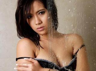 hot Foto Seksi Model Popular DJ Vega