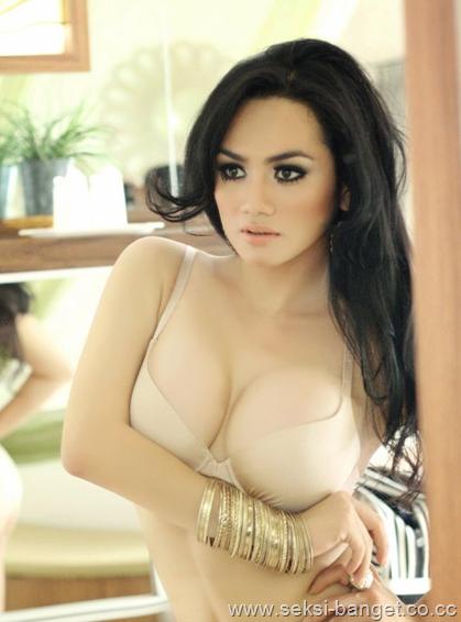 Foto Hot Telanjang Bugil Cewek Pamer Dada Montok