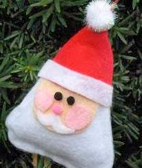 http://www.todomanualidades.net/2012/11/como-hacer-un-santa-de-fieltro-relleno/