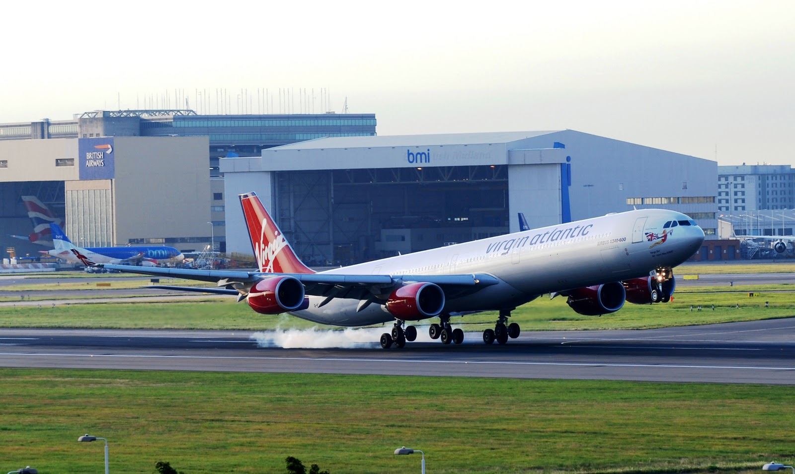 http://1.bp.blogspot.com/-xnc67sAJ3NA/TpDhlnwBEfI/AAAAAAAAGZs/fGaq7HXnUrY/s1600/a340_600_virgin_atlantic_landing.jpg