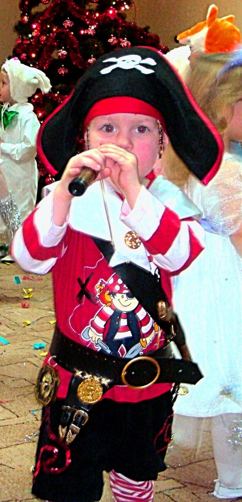 Костюм пирата своими руками из подручных материалов 5