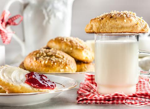 Słodkie bułki mleczno-maślane