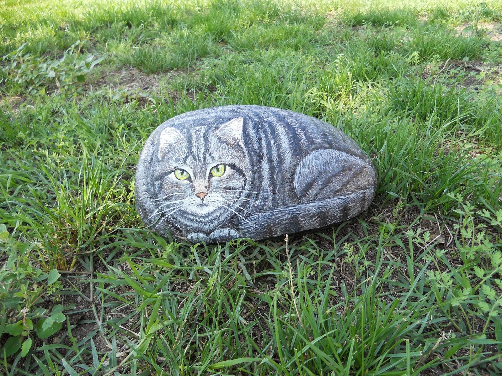 piedra pintada gato
