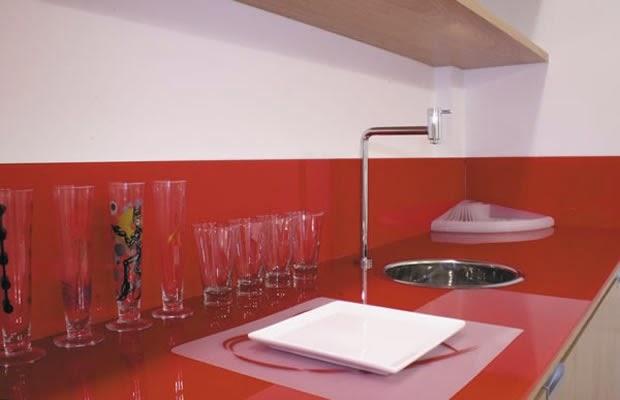 foto de bancada de vidro pia de cozinha em vidro