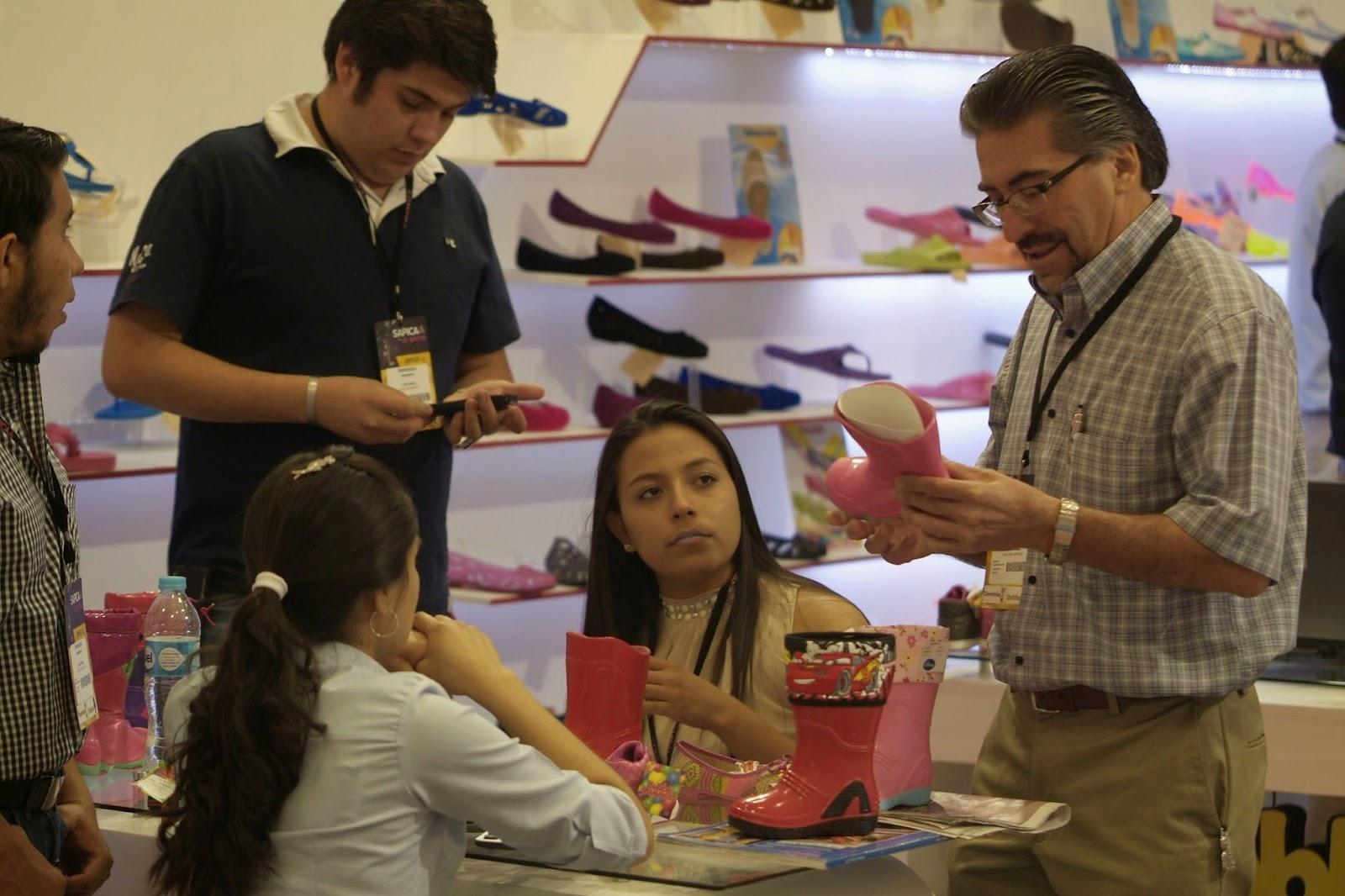 compradores, sapica, marzo 2014, poliforum, feria de calzado, negocios, calzado niño