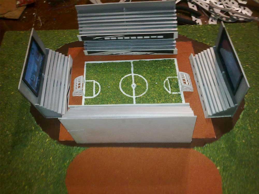 Como Hacer Maquetas: Dos Modelos de Estadio en Reciclaje