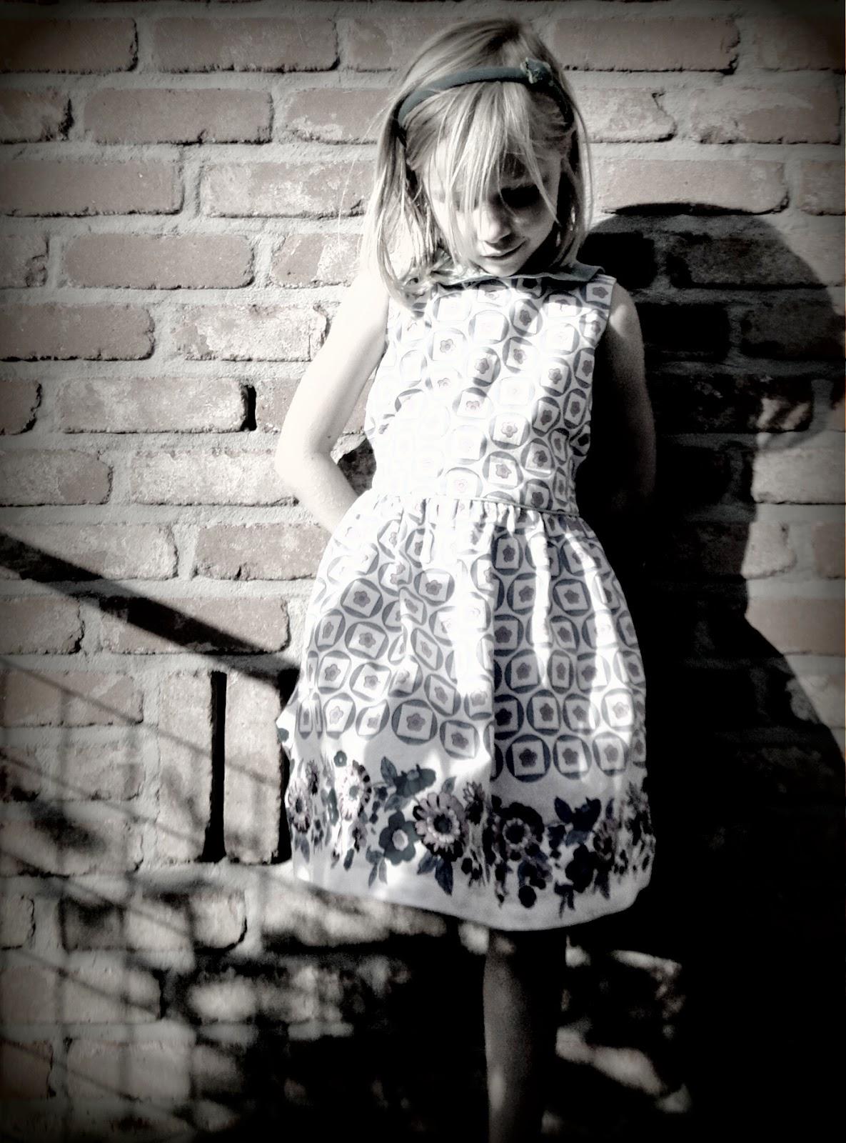retro kinderkleding, meisjes jurk in vintage stof