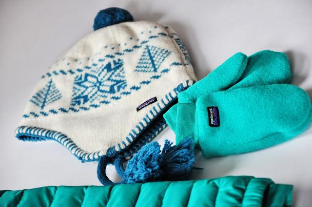 детская зимняя шапка и варежки