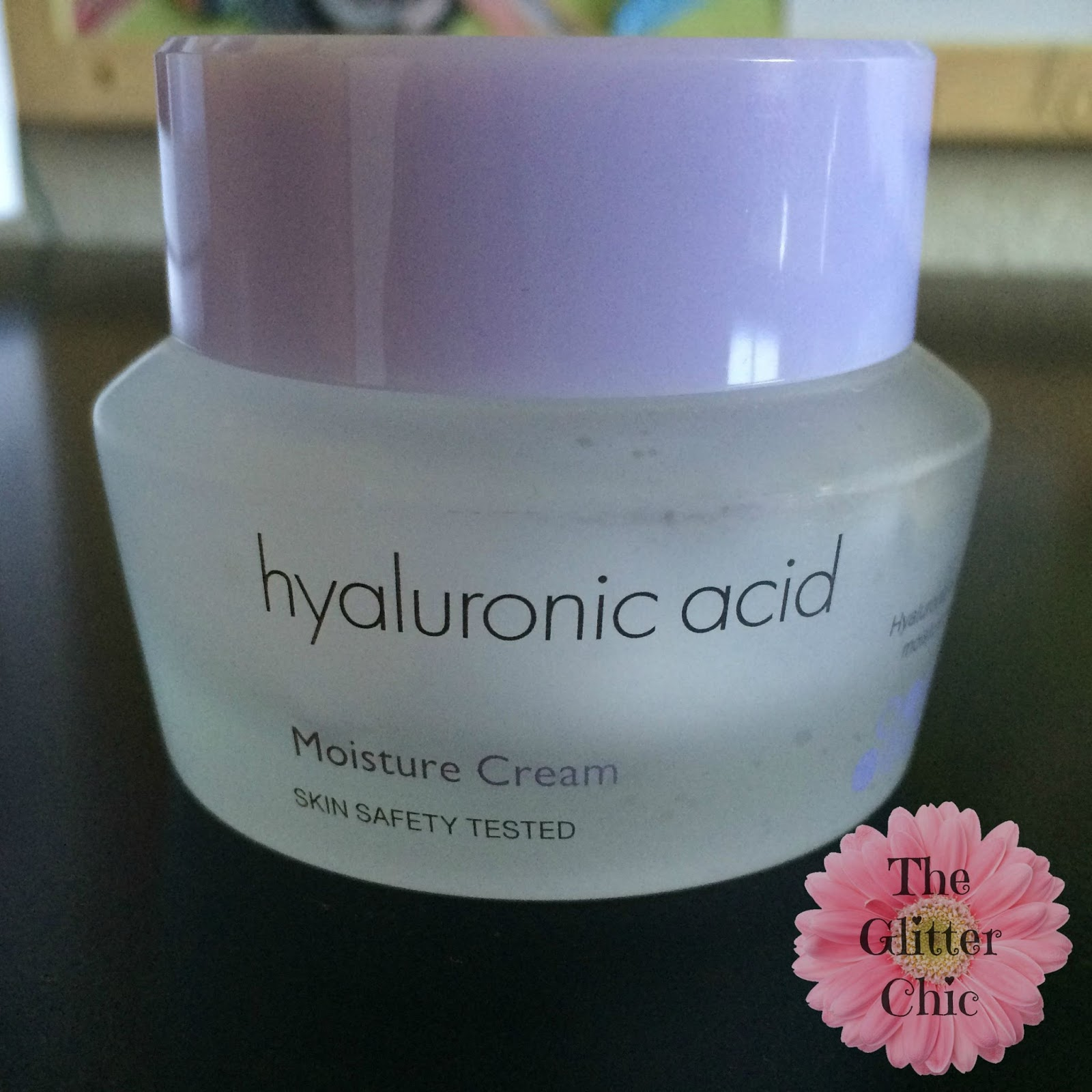 Skin cream with hyaluronic acid
