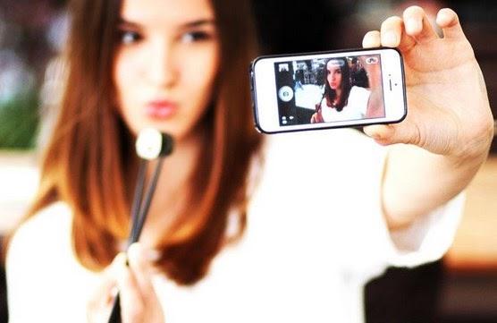 Tips agar hasil foto selfie tampak cantik, keren dan fotogenic