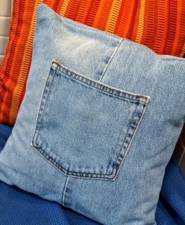 http://hubpages.com/hub/How-to-Make-a-Throw-Pillow-Cover-with-Recycled-Jeans