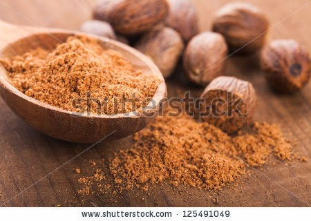 nutmeg powder for oily and dry skin