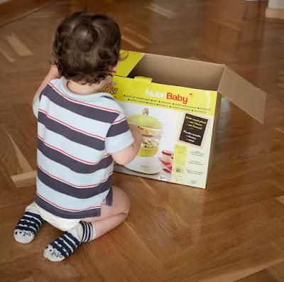 Jugando con la caja de la Nutribaby