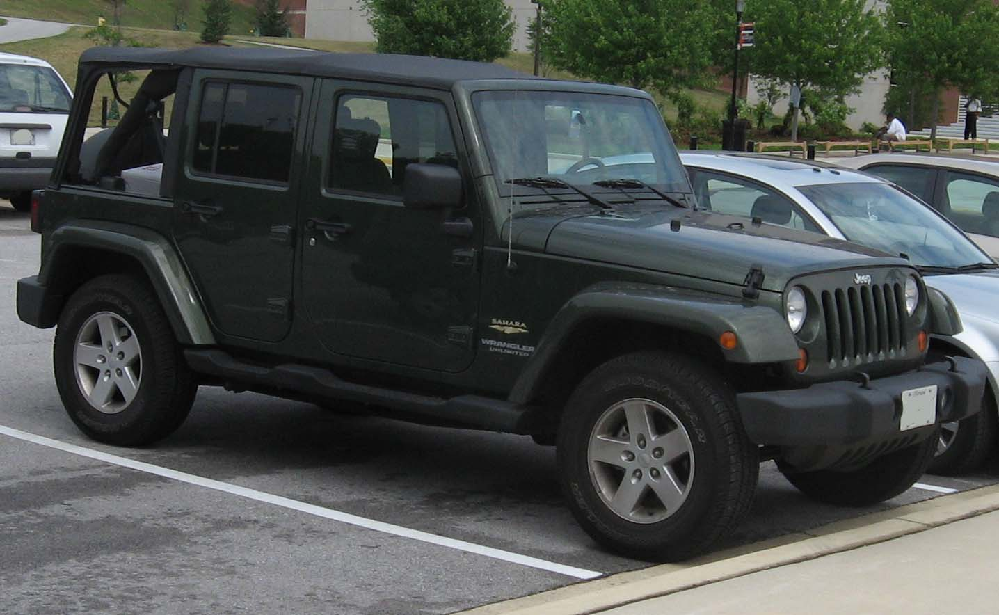 http://1.bp.blogspot.com/-xpM5abaUsKI/T89Zd29FHjI/AAAAAAAAA9k/KsgDVw3M18E/s1600/jeep-wrangler-sahara-06.jpg