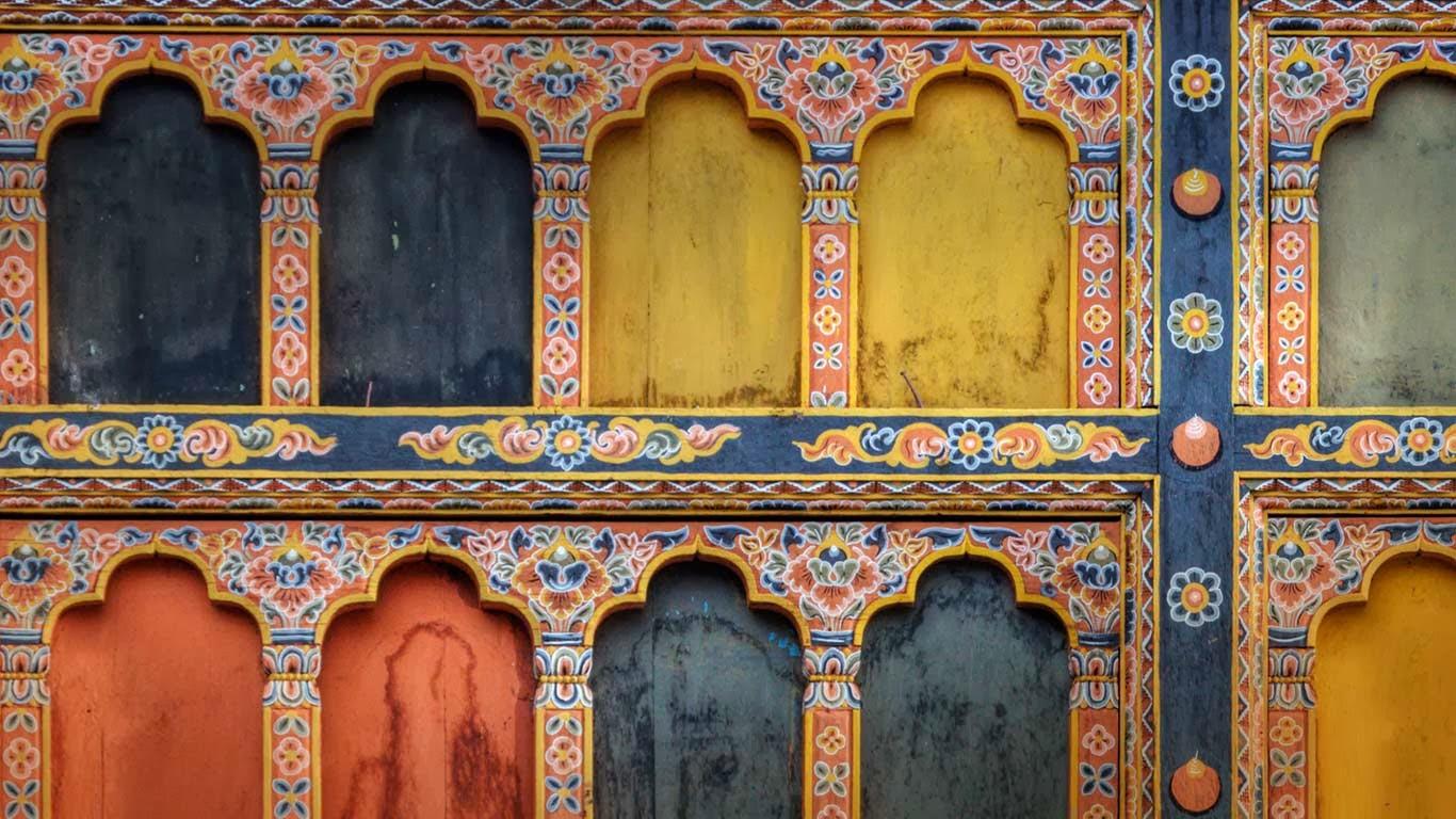 Architectural detail of Rinpung Dzong in Paro, Bhutan (© Ocean/Corbis) 340