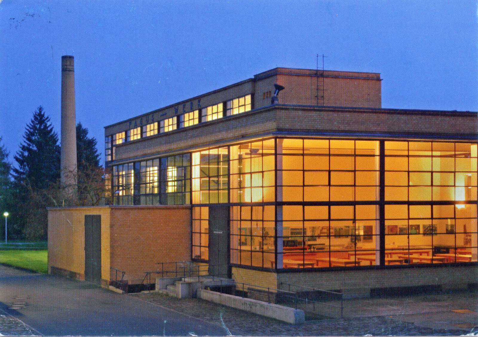World come to my home 0378 1410 germany lower saxony for Peter behrens aeg turbine factory