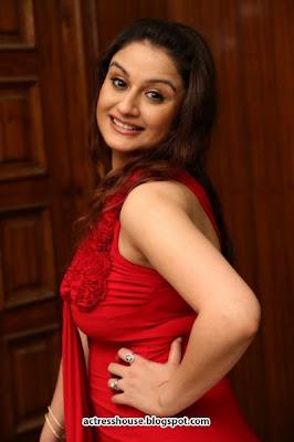 Sonia Agarwal hot in red photos