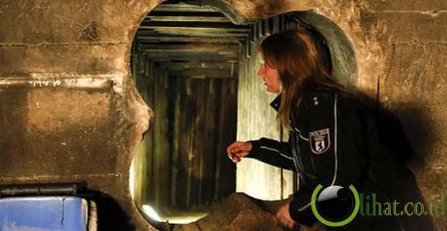 Terowongan Berlin Bank Robbery – Panjang 135 kaki