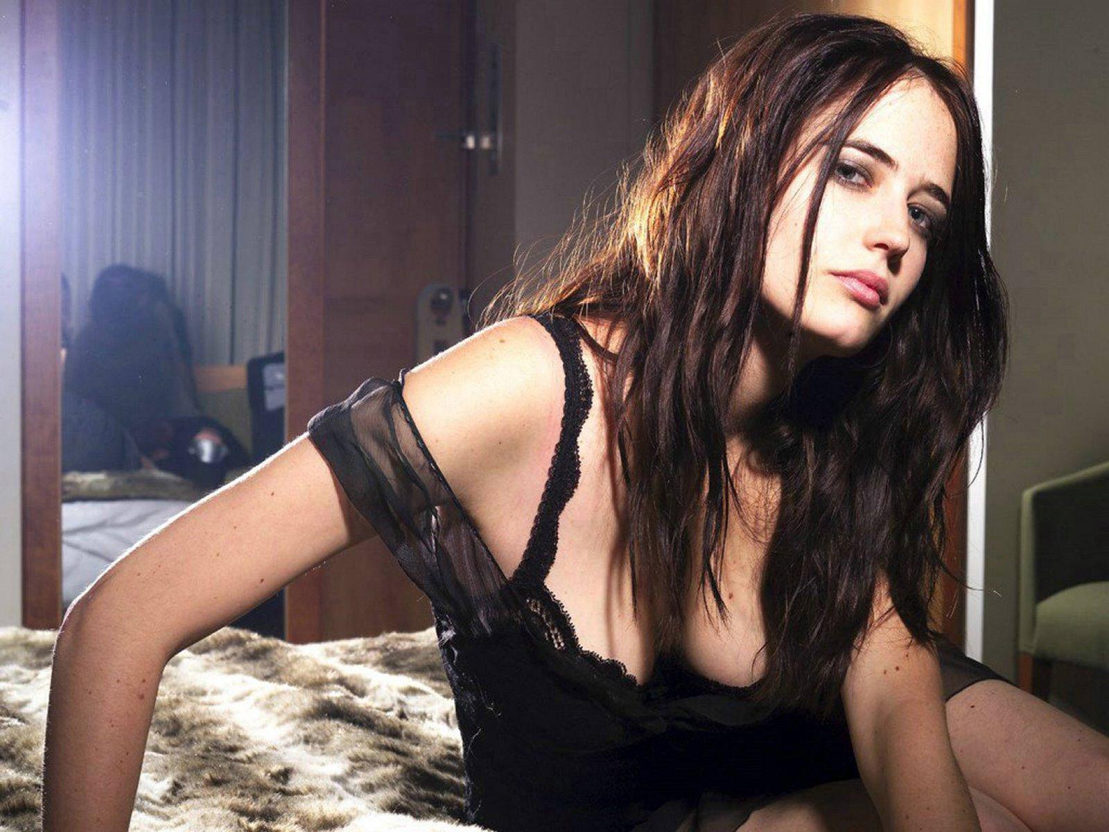 http://1.bp.blogspot.com/-xqAvD-oP8P4/TyLWQRyflKI/AAAAAAAAI_k/Nc78KTTd1PY/s1600/Eva+Green+Hot4.jpg