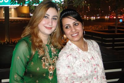 Farzana Naz Pashto singer Dubai trip hot pics, Urooj Mohmand beautiful