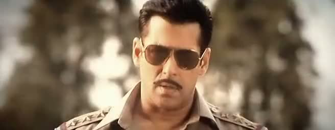 Screen Shot Of Hindi Movie Dabangg 2 2012 300MB Short Size Download And Watch Online Free at worldfree4u.com