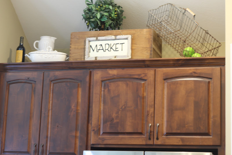 A Thrifted Market: Wasted Space on decor above fireplaces, decor above windows, decor above mantels, decorating top of kitchen cabinets, decor above kitchen sink, decor above refrigerators, decor above kitchen table,