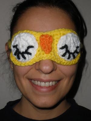 Foto de mí con la máscara de dormir buho del CAL enigma puesta
