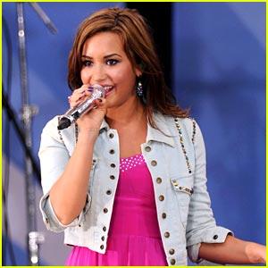 Demi Lovato Tour on Demi Lovato 2011 Tour Jpg