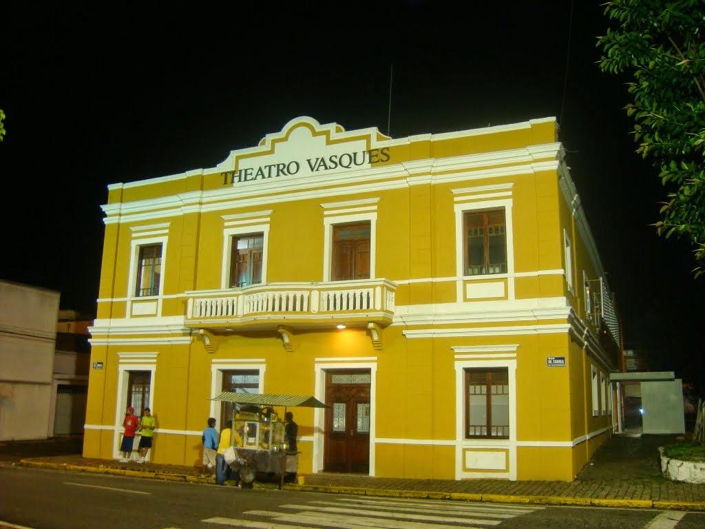 #B99A0D  de Mogi das Cruzes que abrange 10 municípios e 1 milhão e meio de 180 Janelas De Vidro Mogi Das Cruzes