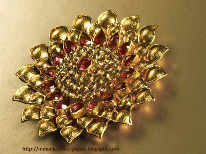 Polki Diamand and a Vibrant Portrayal of the Red Dahlia in 22ct Gold