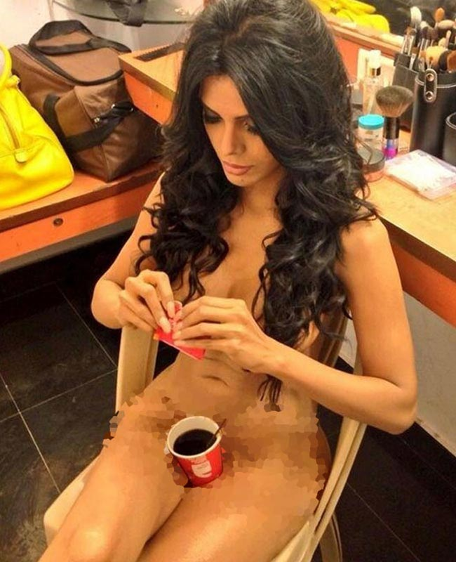 Sherlyn Chopra wears nothing but a cup of coffee | Nude in Twitter | Hot