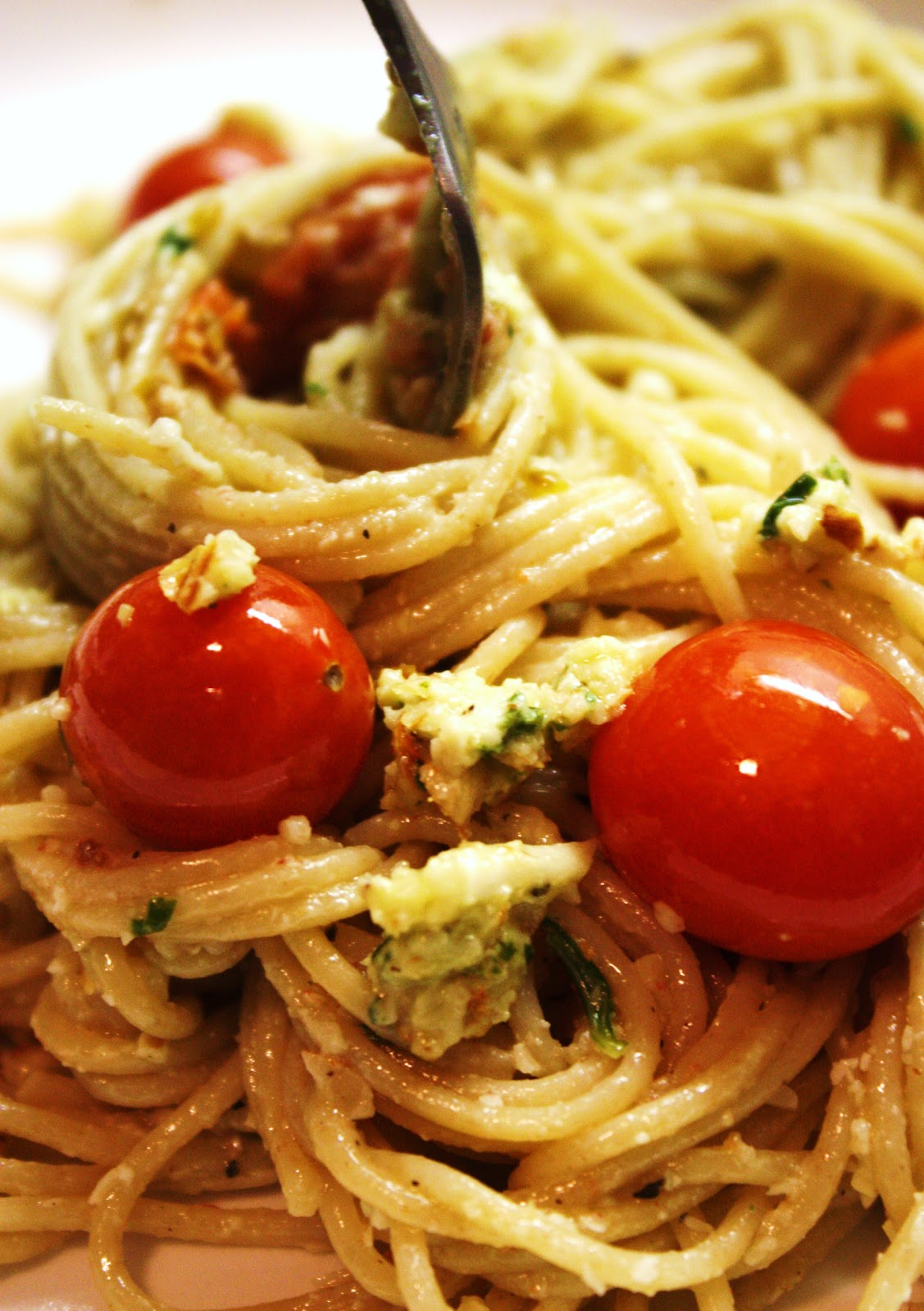 Veganess Eats: Almond Basil Pesto Pasta with Roasted Cherry Tomatoes