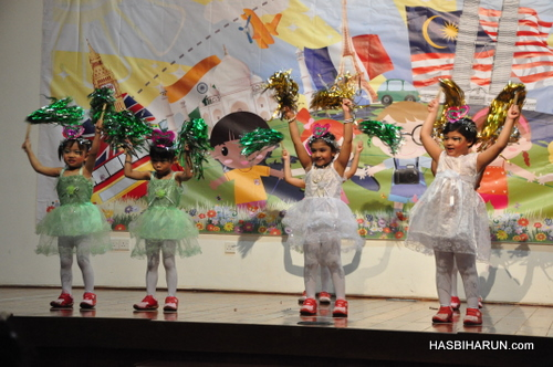 China dancing on Smart Reader Kids Annual Concert and Convocation 2012 by Hai O biozone food purifier agent