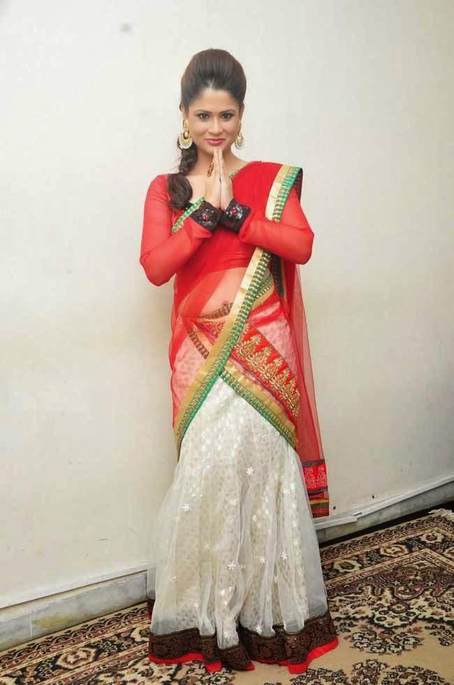 Anchor Shilpa Chakravarthy In Designer Half Saree