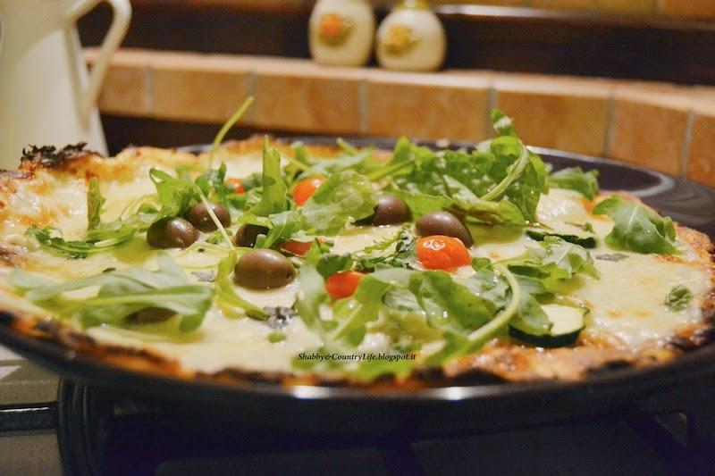 Pizza Asiago, pomodorini Pachino, olive, zucchine e rucola